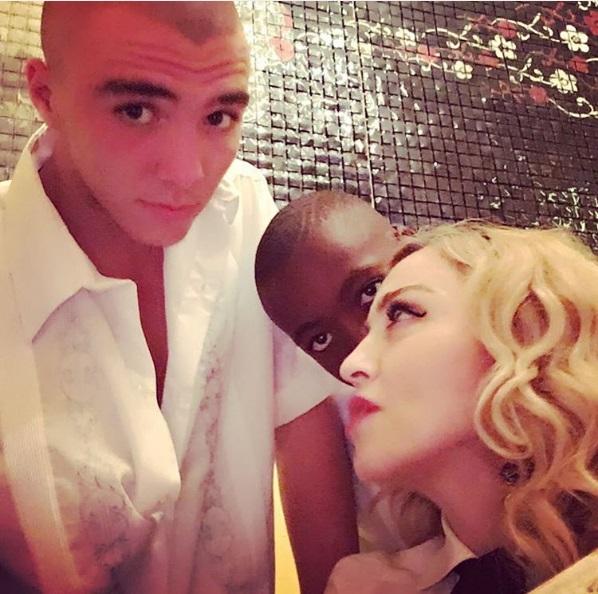 Мадонна опровергла информацию опланах усыновления детей изМалави