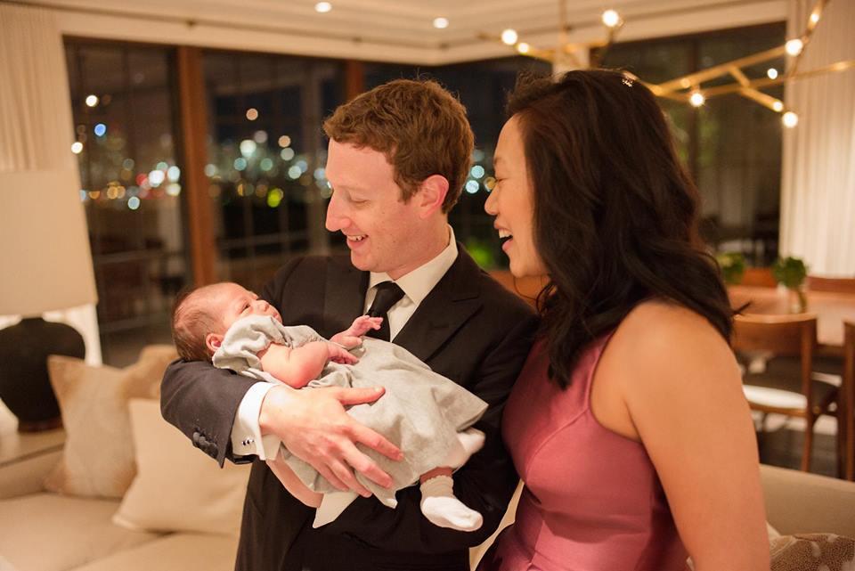 Марк Цукерберг показал трогательное новогоднее фото с семьей