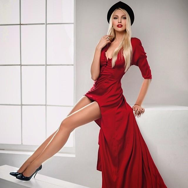 Ольга Полякова похвасталась сногсшибательными ножками