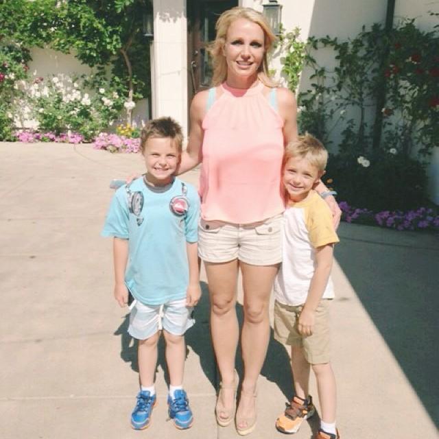 Бритни Спирс показала своих сыновей