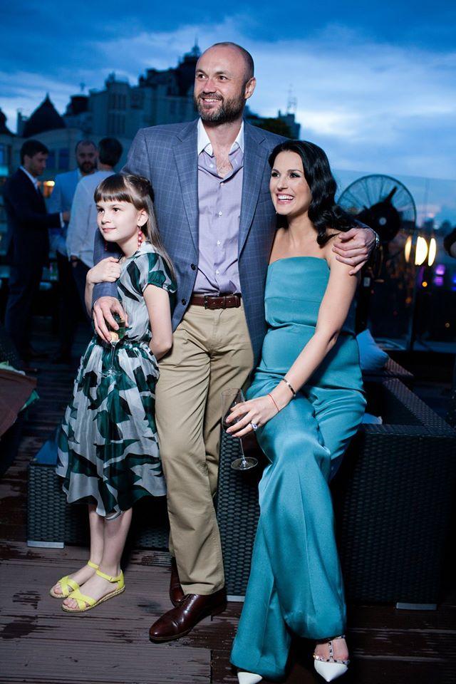 Маша Ефросинина с мужем и дочерью