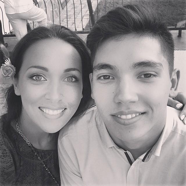 Алсу с младшим братом
