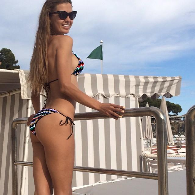 Виктория Боня похвасталась идеальной фигурой в бикини