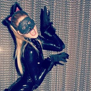 Соблазнительная Даутцен Крус примерила образ женщины-кошки