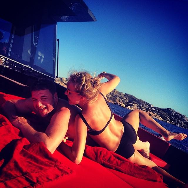 Ксения Собчак в бикини позирует с любимым мужем