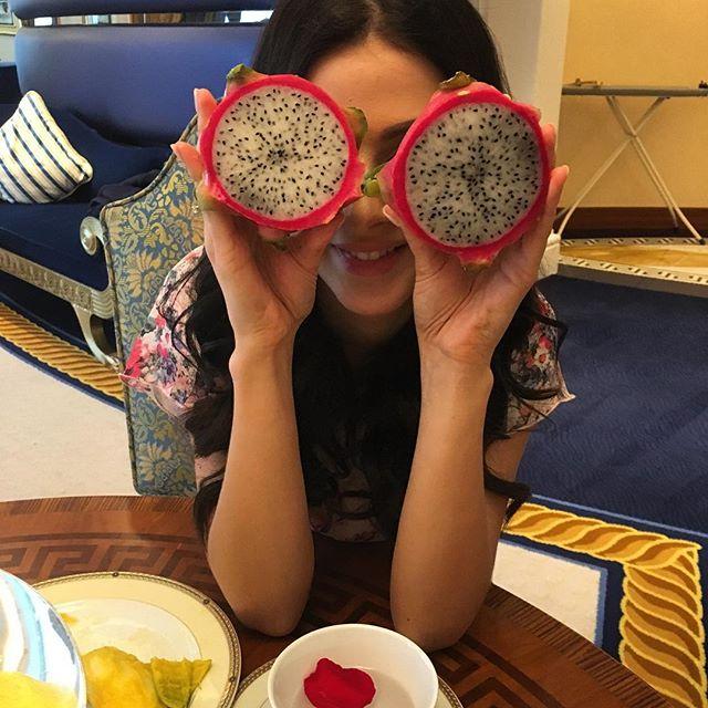 """Сексуальная """"виагрянка"""" Анастасия Кожевникова отметила день рождения в Дубаи"""
