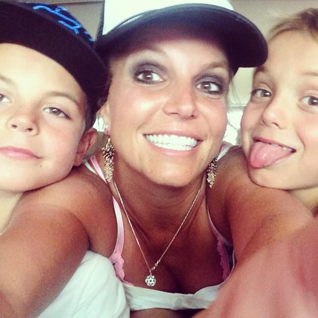 Бритни Спирс опубликовала трогательное селфи с сыновьями