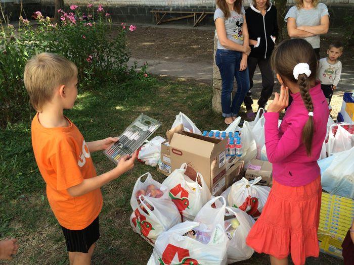 Ани Лорак помогает беженцам из Донбасса