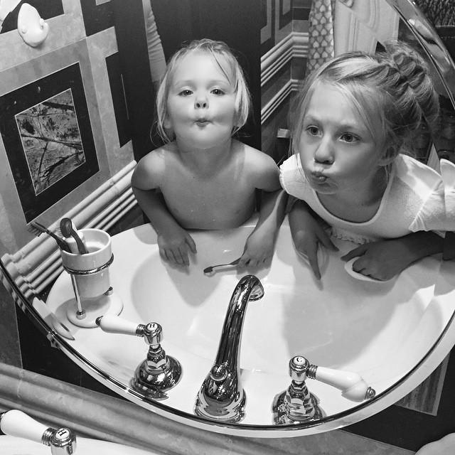 Глюкоза показала своих очаровательных дочерей