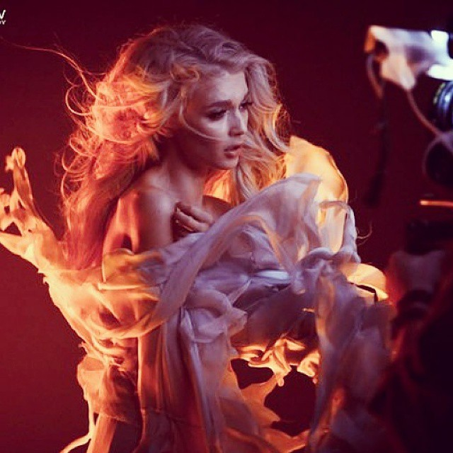 """Солистки """"ВИА Гры"""" показали пикантное закулисье съемок клипа """"Кислород"""""""