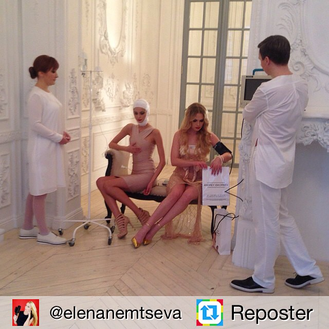 Экс-Холостяк, пластический хирург Андрей Искорнев снялся с мамой в рекламе своей клиники