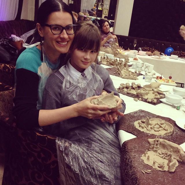 Маша Ефросинина в свадебном венке