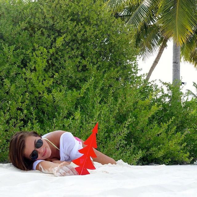 Беременная Елена Темникова празднует Новый год на Мальдивах