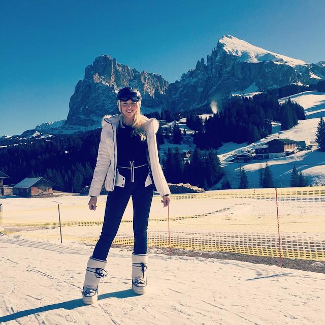 Оля Полякова поехала кататься на лыжах
