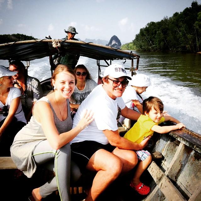 Дмитрий Дибров с беременной женой и сыном отдыхает в Тайланде