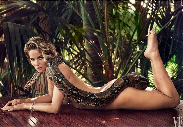 Дженнифер Лоуренс полностью обнажилась для фотосессии со змеей