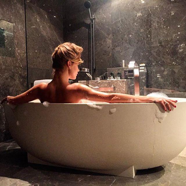 Глюкоза опубликовала откровенное фото в ванной