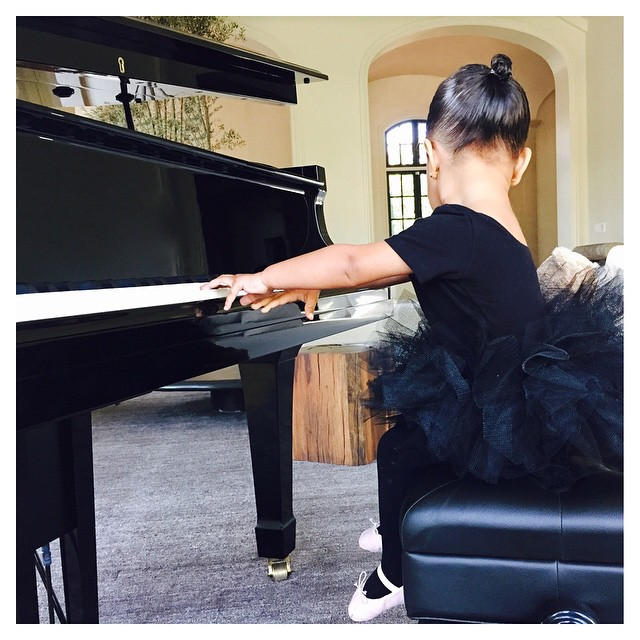Маленькая балерина: Ким Кардашьян показала трогательные фото дочери