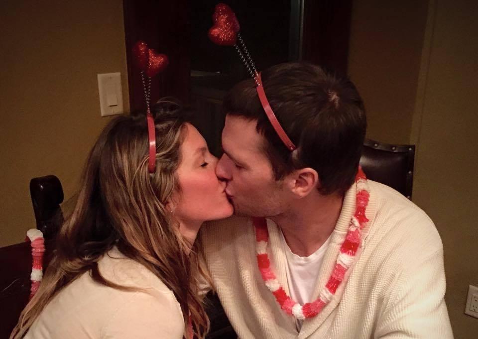 Страстный поцелуй: Жизель Бундхен и Том Брэди показали, как нужно праздновать День влюбленных