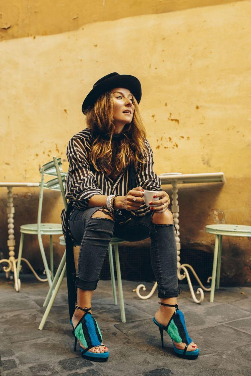 Жанна Бадоева показала потрясающие ноги в новой фотосессии
