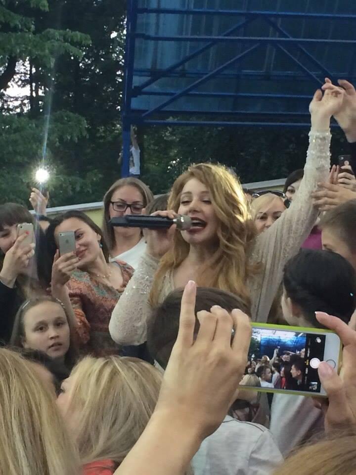 Тина Кароль на концерте Я все еще люблю