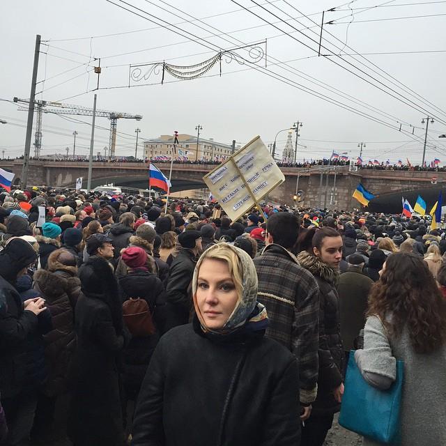 Рената Литвинова вышла на марш памяти Бориса Немцова