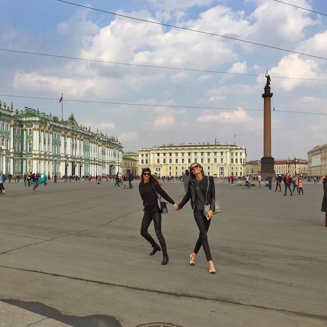 Привет, Россия: Ирина Шейк веселится в Санкт-Петербурге