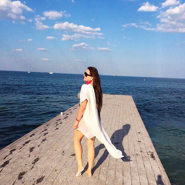 Наталья Могилевская на пляже в Одессе