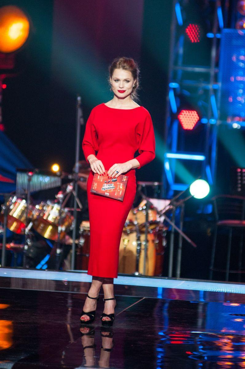 Ольга Фреймут в красном платье