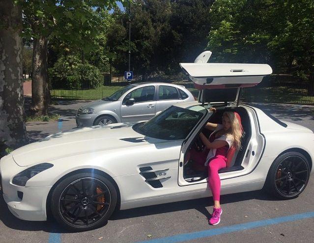 Оля Полякова купила новый роскошный автомобиль