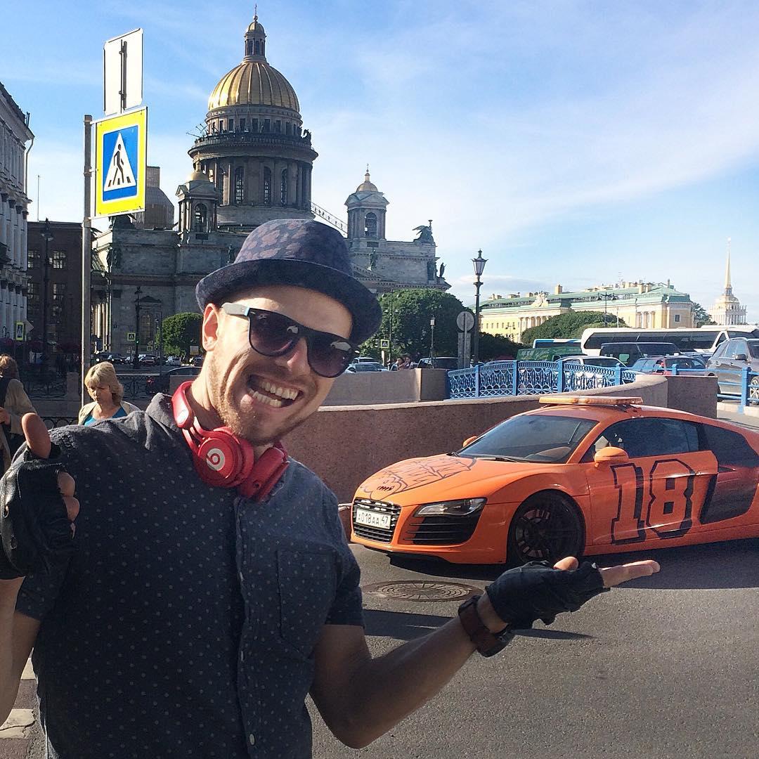 Звезда клипа Экспонат группы Ленинград выходит замуж