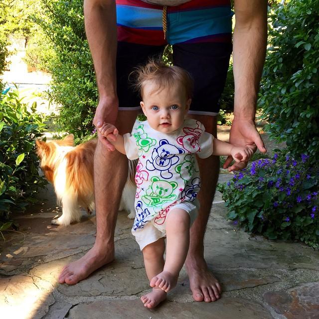 Забавное фото: супруг Кристины Агилеры показал их маленькую дочь