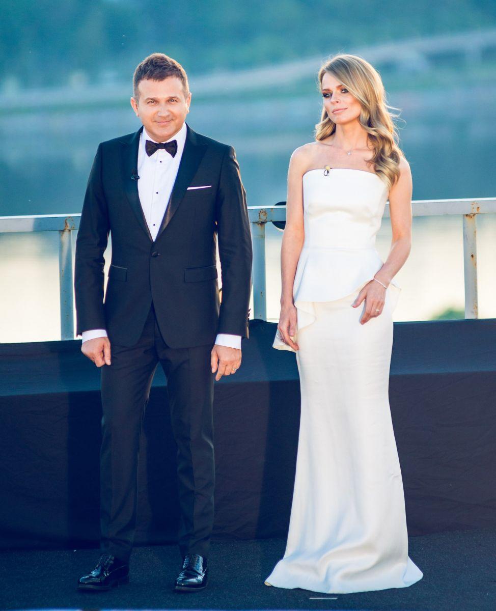 Ольга Фреймут в белом платье на шоу Голос країни 5