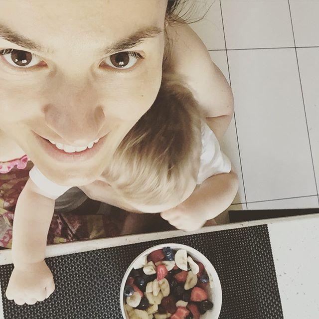 Маша Ефросинина по-домашнему: без макияжа и вся в заботах о детях