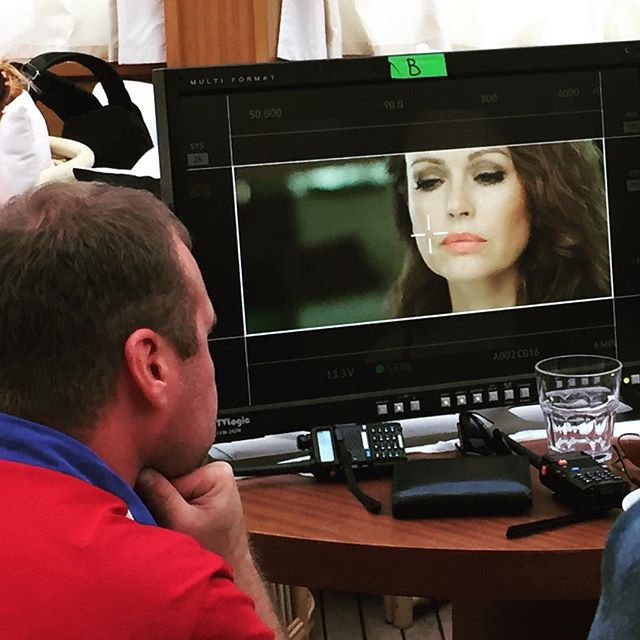 Ирина Безрукова снялась для глянца в образе женщины-вамп