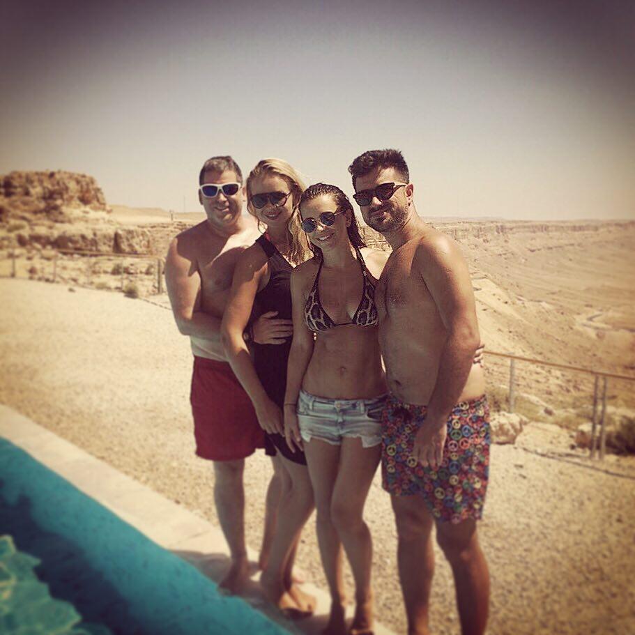 Ани Лорак на отдыхе с мужем и друзьями