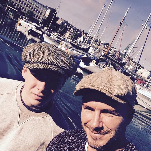 Семейные радости: Дэвид и Бруклин Бекхэм на рыбалке