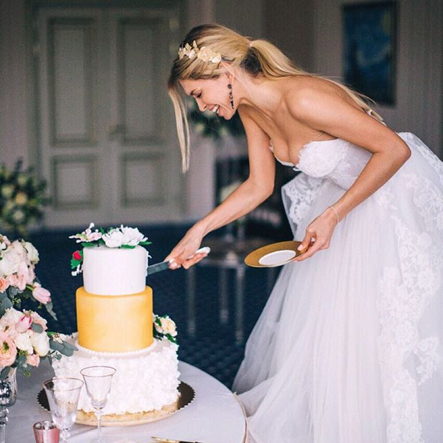Вера Брежнева показала свадебное платье