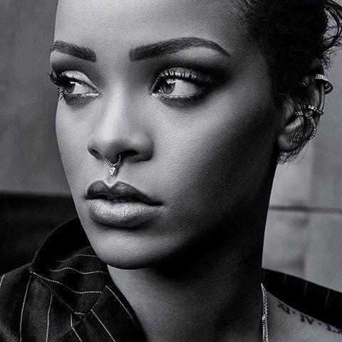 Соблазнительная Рианна снялась в стильной фотосессии для T Magazine