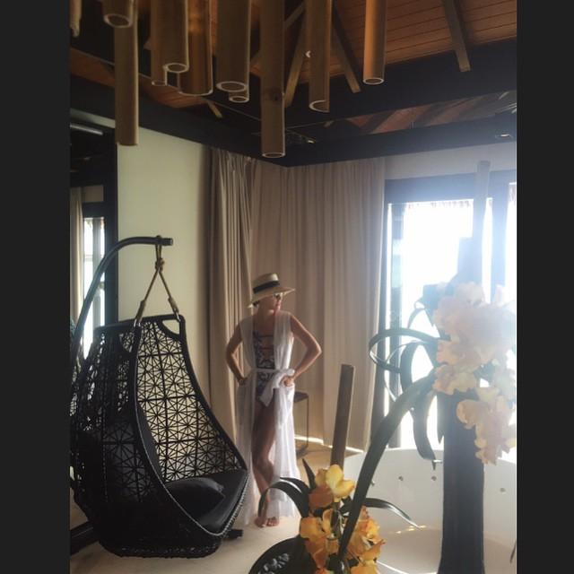 Собчак заставила мужа фотографировать ее в бикини