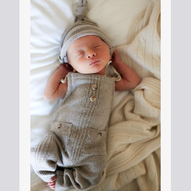 Алек и Хилария Болдуин показали новорожденного сына