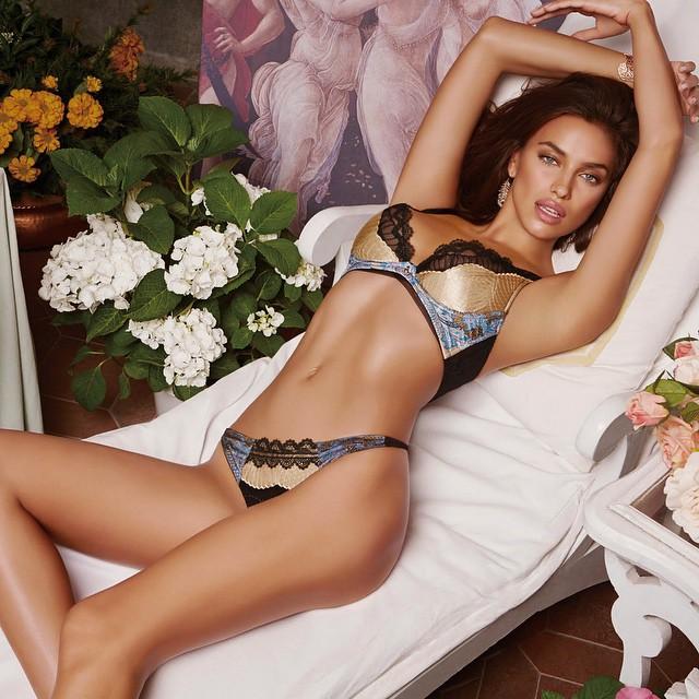 Сексуальная Ирина Шейк блистает в рекламе нижнего белья