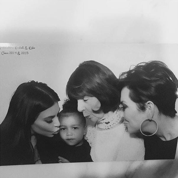 Все в сборе: Ким Кардашьян показала фото с семейной вечеринки