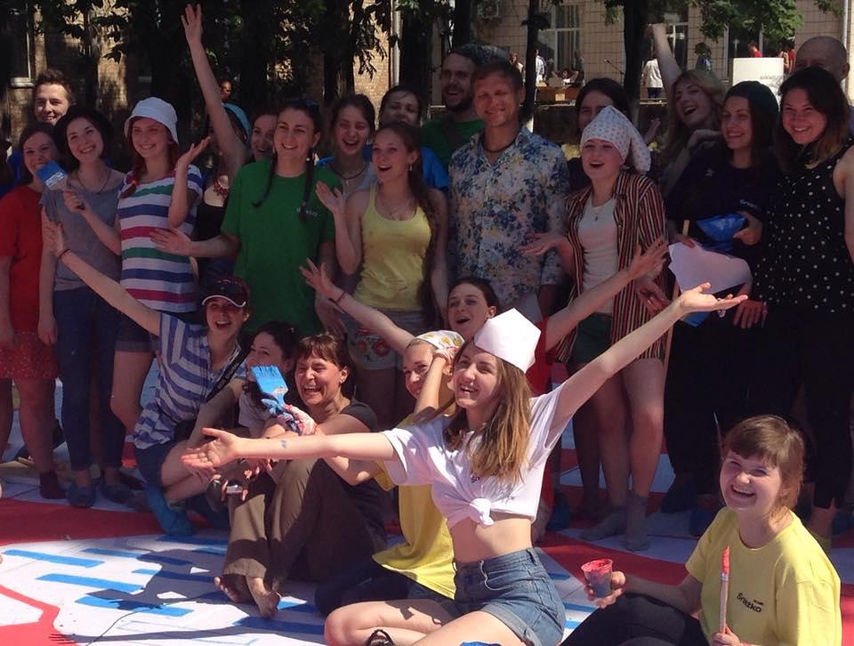 Олег Скрипка провел уникальный этно-флешмоб на Країні мрій