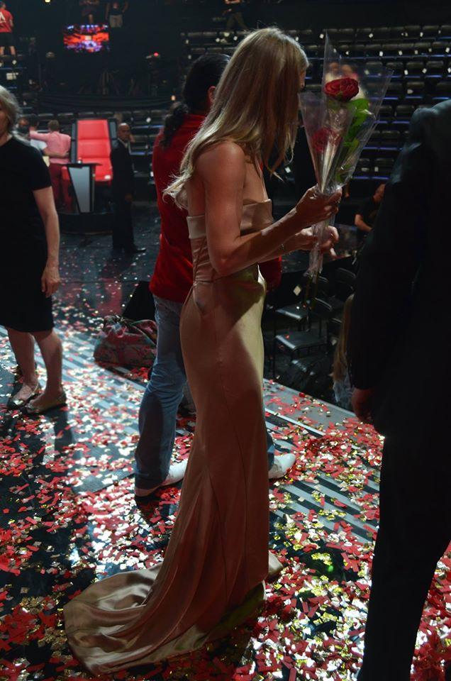 Ольга Фреймут блистает в шелковом платье