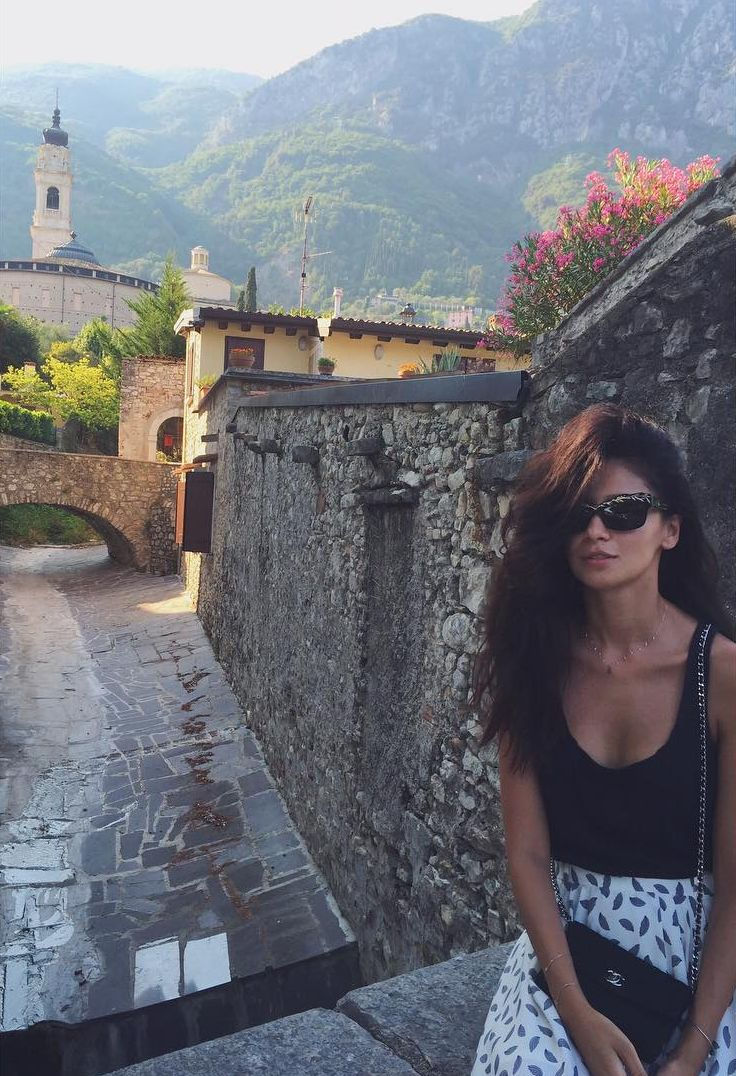 Равшана Куркова на отдыхе в Италии