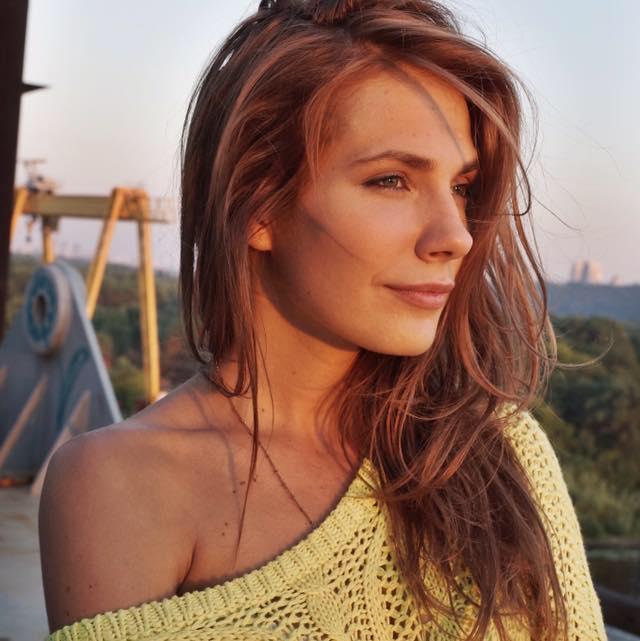 Ольга Сумская опубликовала архивные семейные фото в честь дня рождения дочери