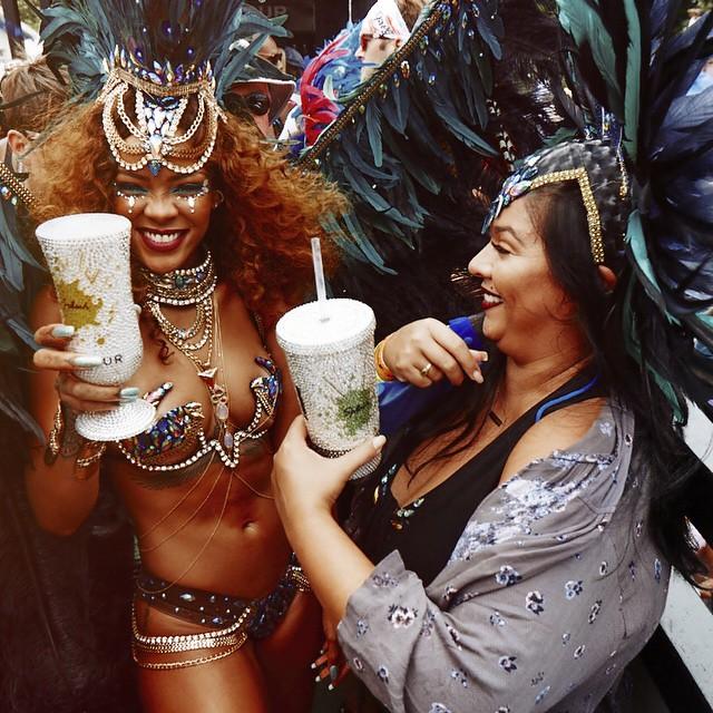 Еще горячее: сексуальная Рианна появилась на публике в сверхоткровенном наряде