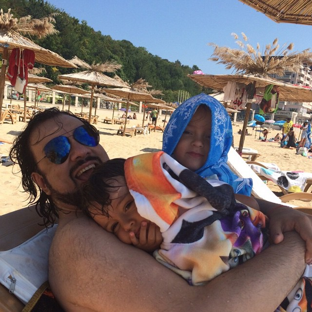 Филипп Киркоров с сыном и дочерью отдыхает на море