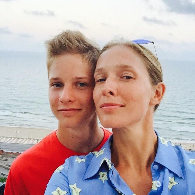Катя Осадчая показала старое фото с маленьким сыном